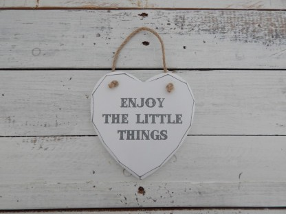 "insegna cuore ""Enjoy the little things"""